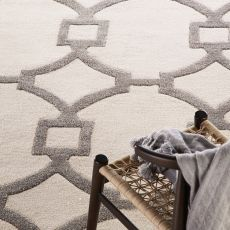 Contemporary Trellis, Chain And Tile Pattern Ivory/Gray Wool And Art Silk Area Rug (9.6X13.6)